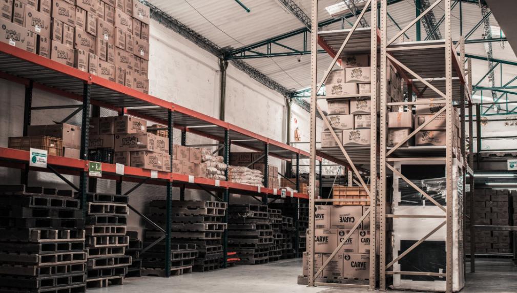 Ausreichend Platz für den Warenbestand schaffen