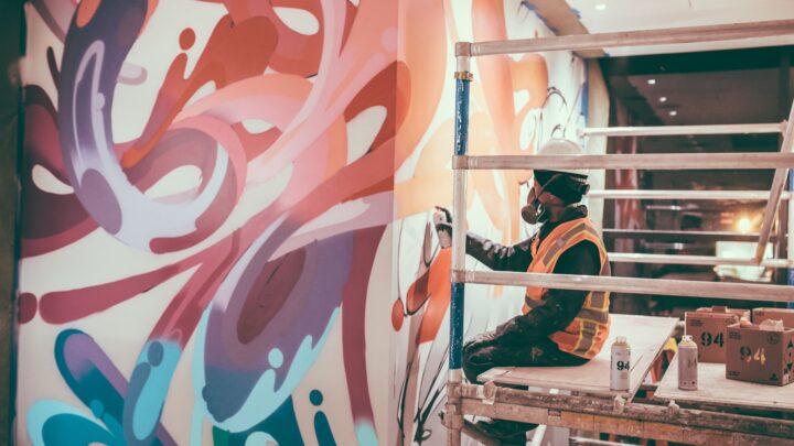 Street Art Künstler mit Montana Cans